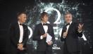左から順に、スイス・オメガ社⻑兼CEOのレイナルド・アッシェリマン氏、イギリスの物理学者ブライアン・コックス氏、俳優ジョージ・クルーニー氏。