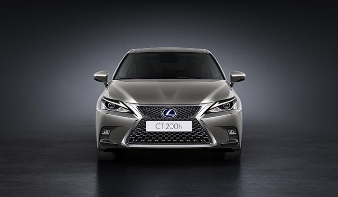 内外装を変更したCTのデザインを世界初披露|Lexus
