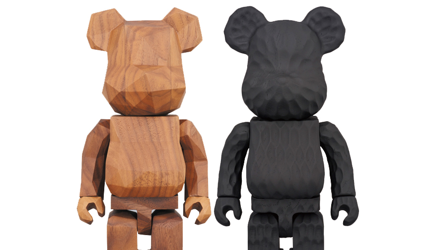 左/BE@RBRICK カリモク fragment design 400%。右/BE@RBRICK カリモク fragment design 400% carved wooden。
