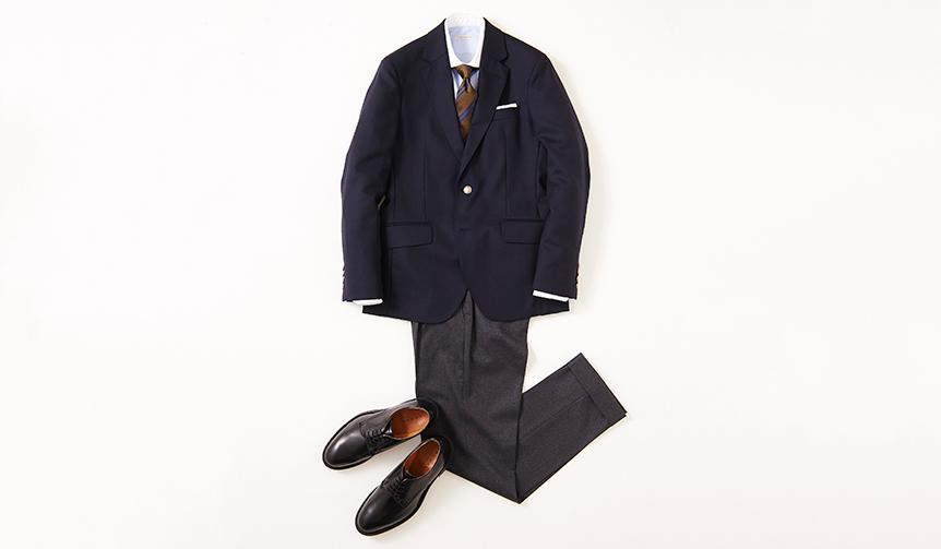 ネイビーブレザー&グレーパンツの王道ジャケットスタイルに、ベーシックなプレーントゥがベストマッチ。まさに時代を超越した組み合わせだが、ジャケットやパンツのシルエットと同じように、シューズのフォルムがモダンな時代感を醸し出し、古臭さは感じさせない。  靴2万8000円/リーガル(リーガル コーポレーション Tel.047-304-7261)、ジャケット6万6000円/ハケット ロンドン(ハケット ロンドン 銀座Tel.03-6264-5362)、シャツ2万円/ギ ローバー、タイ1万5000円/ステファノ ビジ、チーフ4000円/ムンガイ、パンツ3万6000円/PT01(すべてリング東京Tel.03-3497-5577)