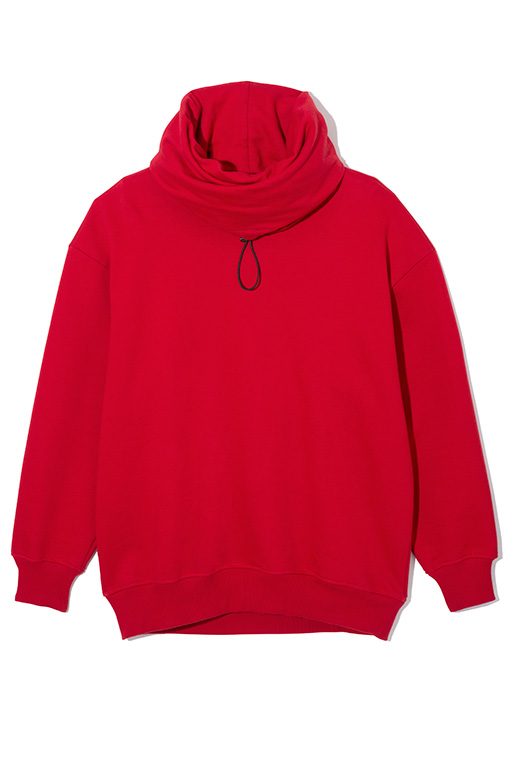 ゆったりとしたファネルネックが特徴のオーバーサイズのスウェットシャツ。モノトーンに美しく映える鮮やかな赤なので、ボトムスにはシンプルなスキニーパンツやスラックスを合わせて。スウェット3万円(ディーゼル ブラック ゴールド)
