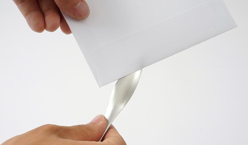 METAPHYS|行為を徹底的に分析することから生まれた、流線形のペーパーナイフ