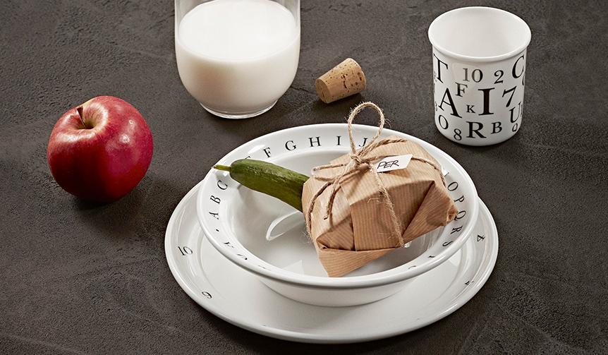 KAY BOJESEN DENMARK|「遊びながら学ぶ食器」の三点セット。強度のあるメラミン製で復刻