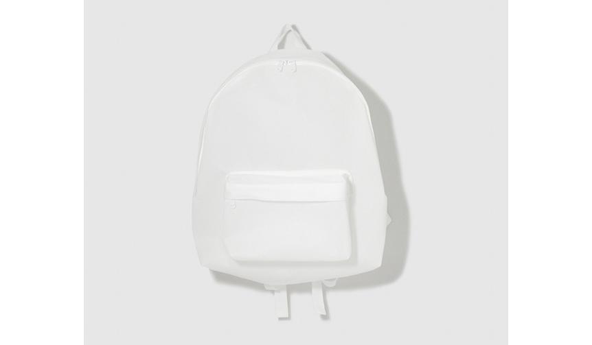 """UNNUN 軽さと耐久性を兼備した規格の不織布を使用。""""誰もが知っている""""バッグ"""