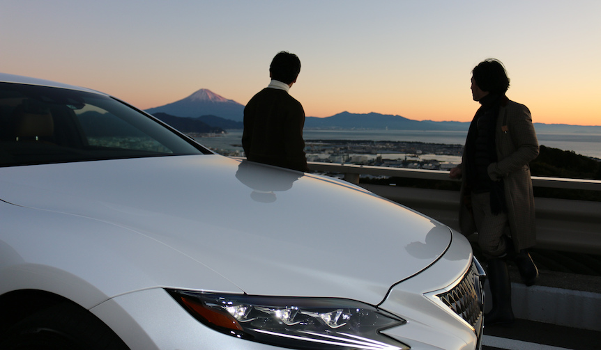 一通のインビテーションから始まったLEXUS LSの「本能」をめぐる旅|Lexus