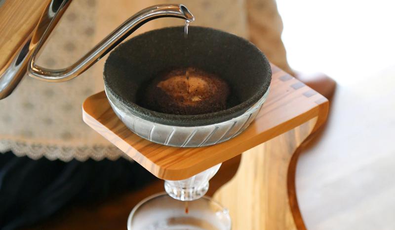 ARIGATO GIVING|ドリップコーヒー新時代! 繰り返し使えるセラミック製フィルター