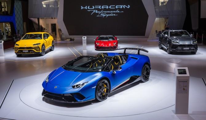 ウラカンの最高峰コンバーチブル「ペルフォルマンテ スパイダー」登場|Lamborghini
