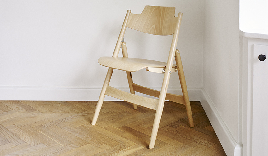 METROCS|エゴン・アイアーマンによる折りたたみ椅子「SE18」がビーチ材で登場