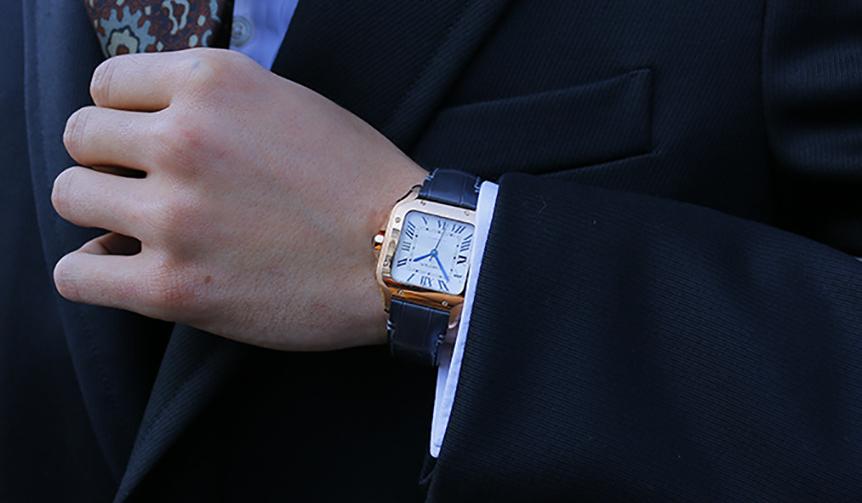 時計「サントス ドゥ カルティエ」ピンクゴールド/アリゲーターストラップ/MM(35.1mm×41.9mm) 195万円(カルティエ/カルティエ カスタマー サービスセンター)