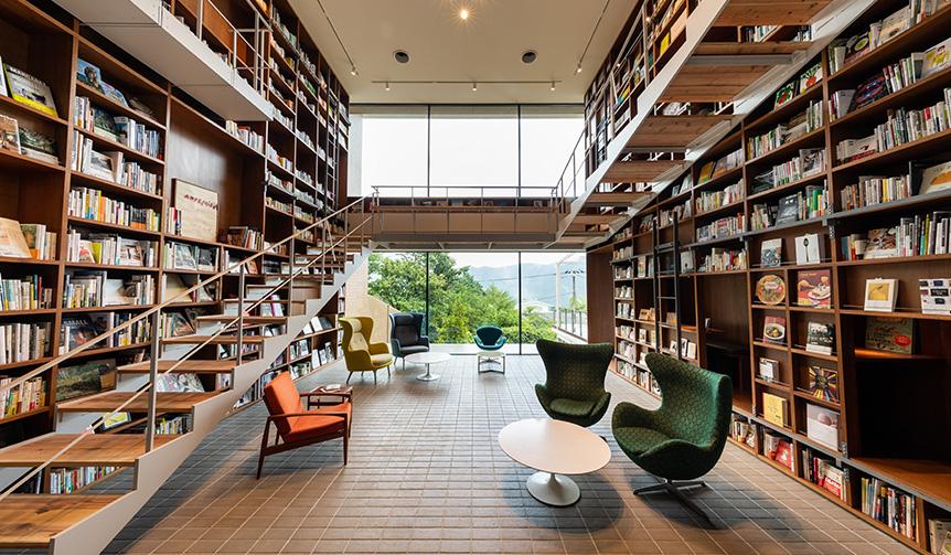 TRAVEL|本好き必見!本に囲まれて暮らすように滞在するブックホテル「箱根本箱」