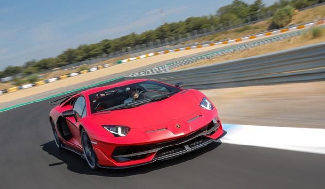 アヴェンタドール SVJの進化をサーキットで試す Lamborghini