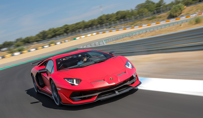 アヴェンタドール SVJの進化をサーキットで試す|Lamborghini