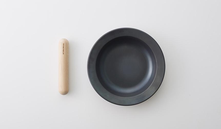 TENT × 藤田金属|「つくる」と「たべる」を1つに。町工場が製造する鉄フライパン「ジュウ」