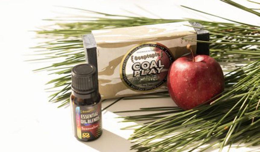 Soaptopia|ソープトピアのエッセンシャルオイルで女性性を高め、ソープとブラシで肌磨き