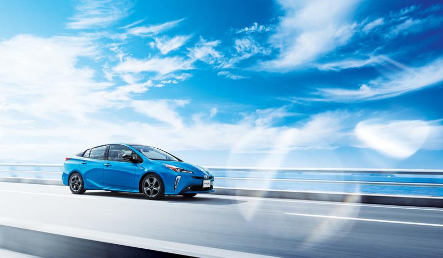 プリウスがマイナーチェンジしスタイルを一新|Toyota