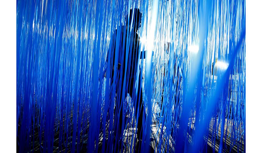 ART|エスパス ルイ・ヴィトン東京でヘスス・ラファエル・ソト「Pénétrable BBL Bleu」展