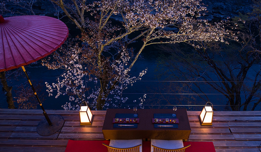 HOSHINOYA Kyoto|星のや京都、特別席で奥嵐山の夜桜を愛でる「夜桜ディナー」を開催