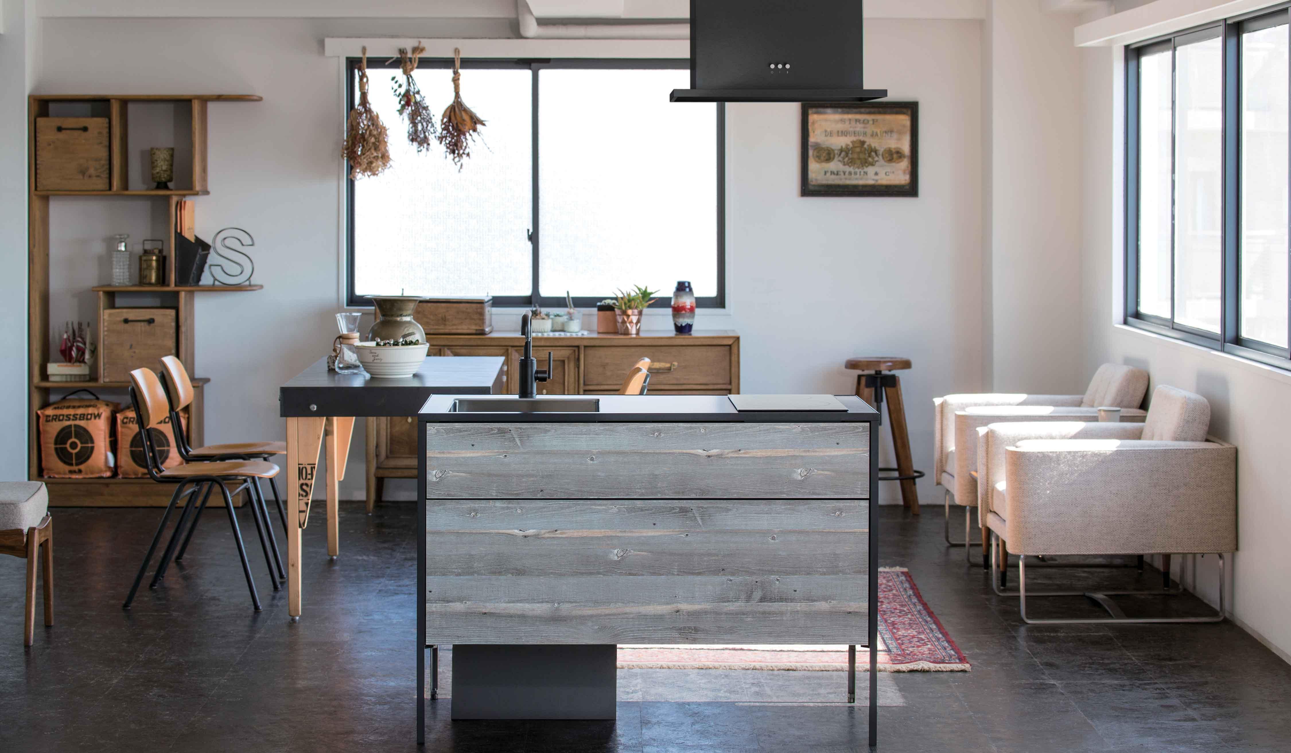 sanwacompany 現代のライフスタイルに応える、デザイン性の高いコンパクトキッチン
