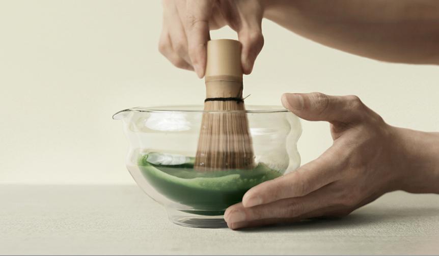 Matchaeologist|一度に複数人分の抹茶を点ててシェアできるUK発のガラス製片口茶碗