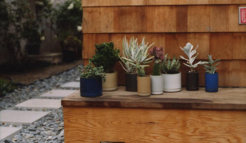 Hasami Porcelain 歴史ある陶磁器を現代風に。室内外で使えるプランター