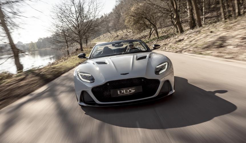 アストンのフラッグシップオープンGT「DBS スーパーレッジェーラ ヴォランテ」デビュー|Aston Martin