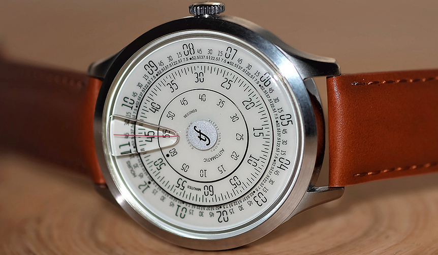 Trifoglio Italia 文字盤が回転して時を刻むイタリアの機械式腕時計「ミリメトロ」
