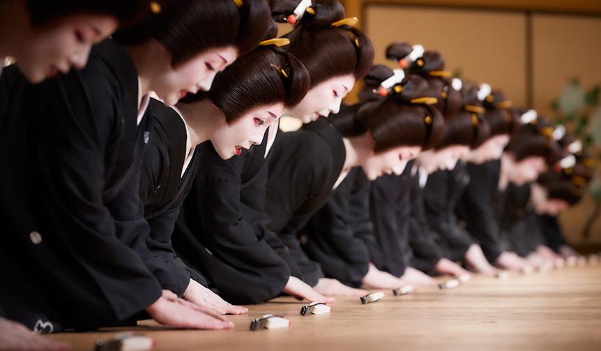 FEATURES|華やかな芸者衆の踊りと食の競演を楽しむ「東をどり」が今年も開催