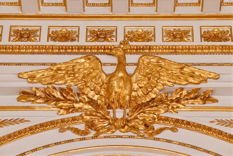黄金の霊鳥に見守られた 「彩鸞の間」